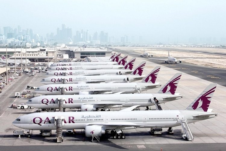 qatar airlines offers free laptops
