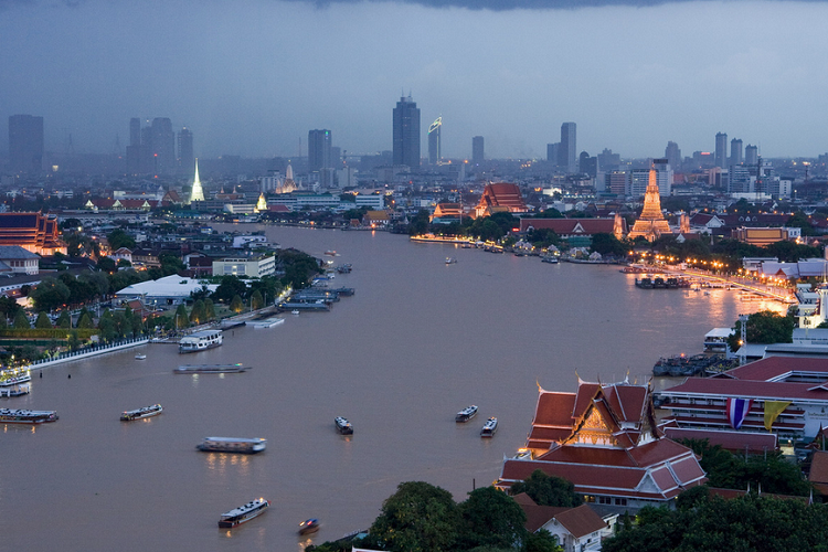 cheap flights to Bangkok Chao Phraya River boats