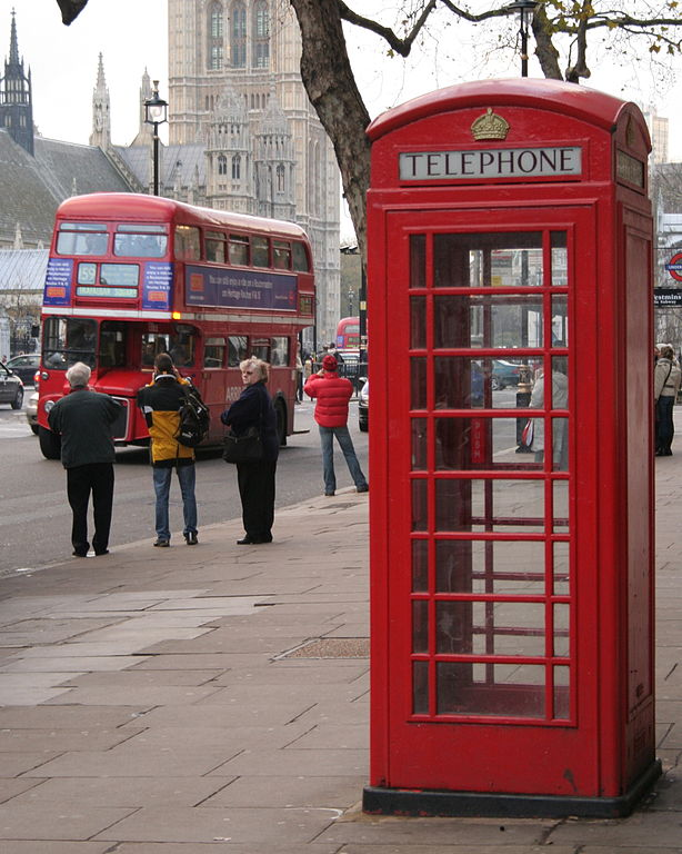 red_phone_box_London_040317-002