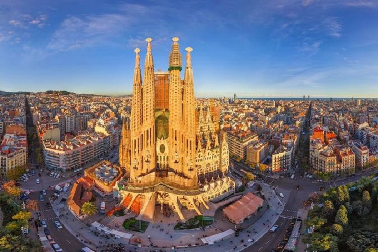 cheap flights to barcelona sagrada-familia-070717