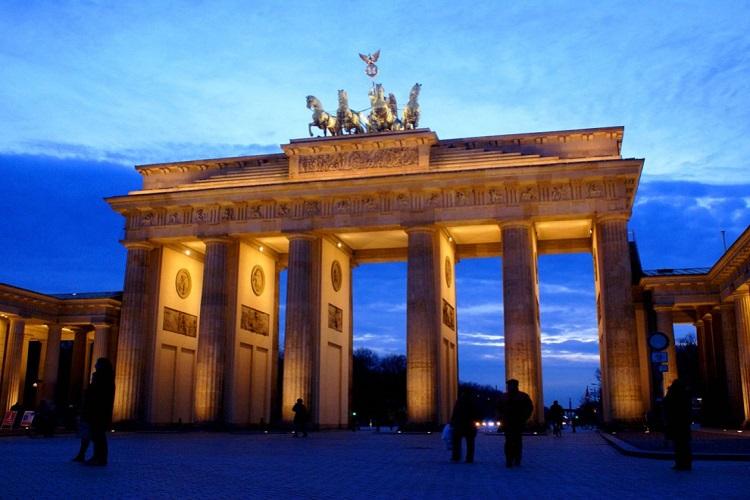 visit berlin brandenburg gate