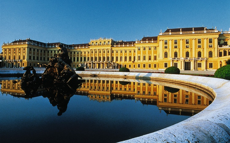 visit Vienna-Schonbrunn-Palace