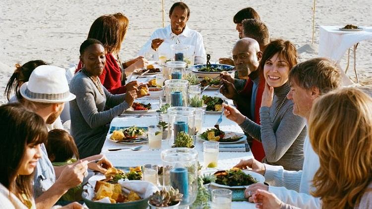 beach-thanksgiving-eating-1110