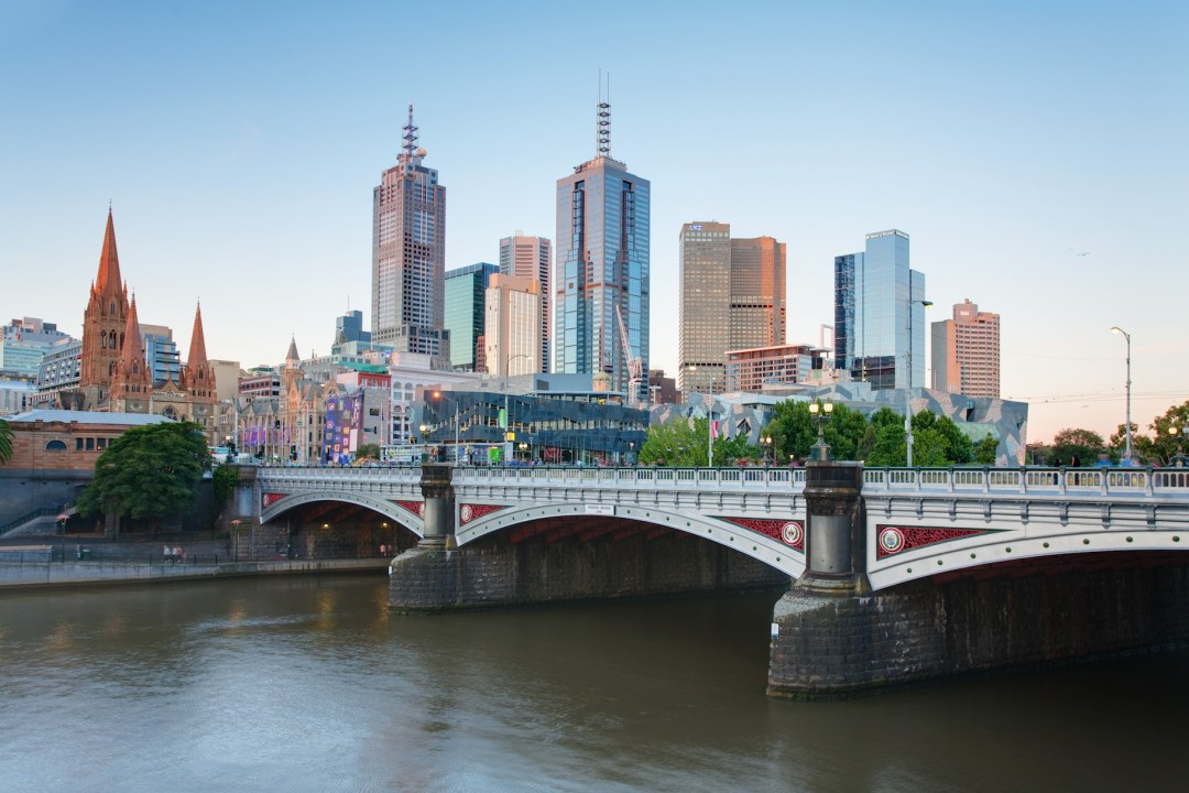 cheap flight to Melbourne_Skyline_and_Princes_Bridge